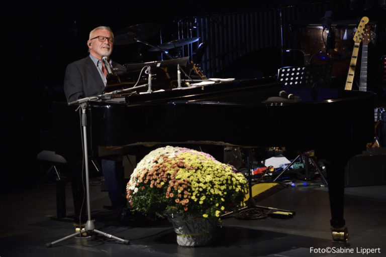 Tribute to KONSTANTIN WECKER / Benefizkonzert der ACADEMY OF STAGE ART in der Stadthalle Oberursel am 1.10,2019 /  Fotos © SABINE LIPPERT